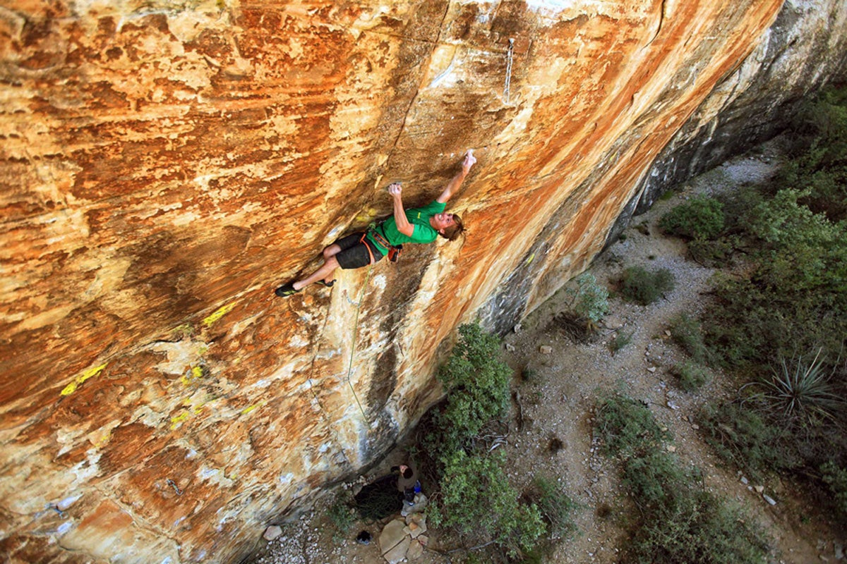 Patrick Olson works toward a fixed chain draw on Where is My Mind (5.13c), at the Secret 13 Wall, Red Rocks, Nevada.
