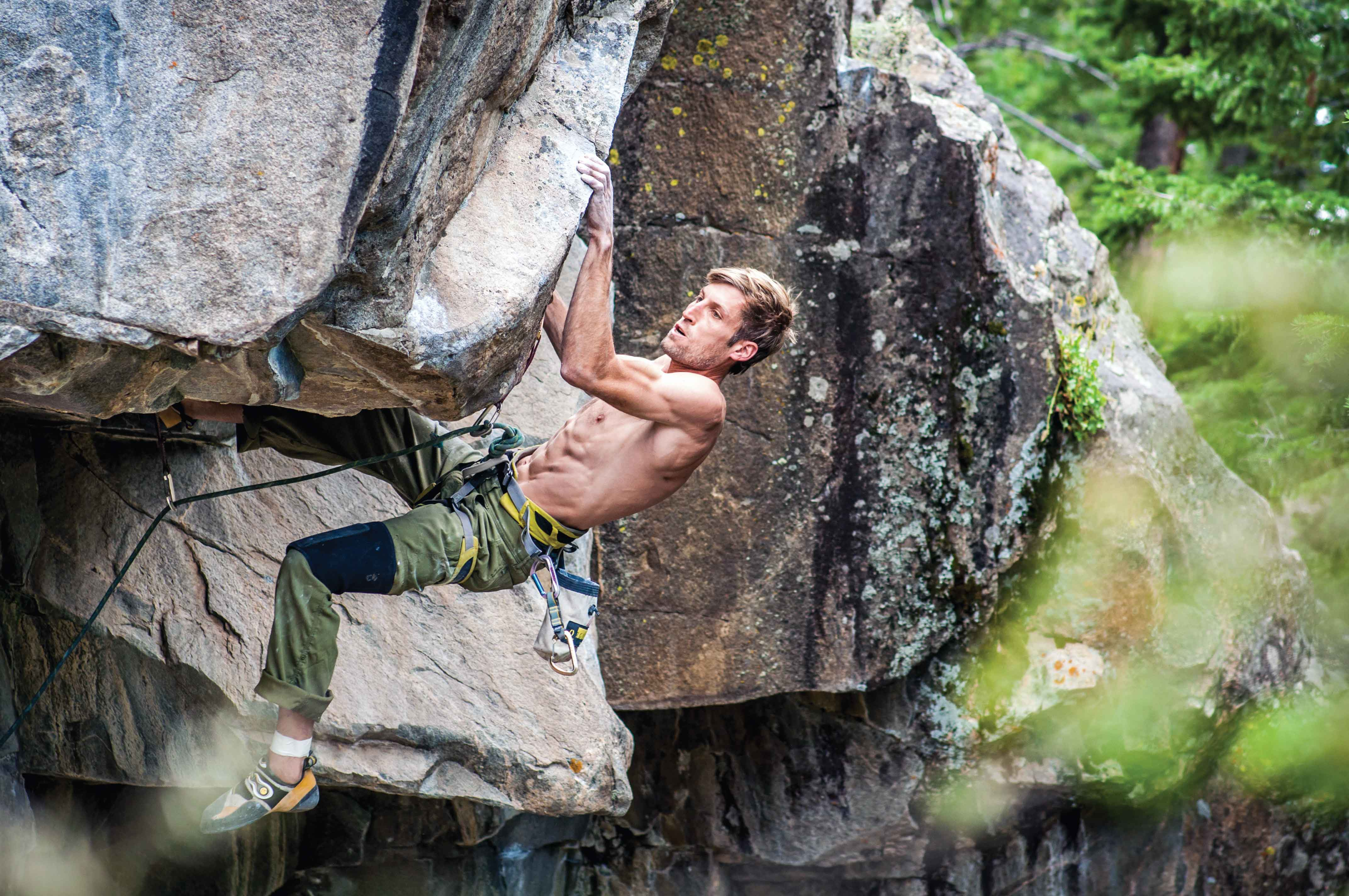 The author on the compression testpiece Sloth (5.13b) at the Jungle Wall, Poudre Falls. Photo: Andy Cross.