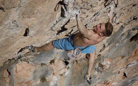 Jakob Schubert Redpoints Stoking the Fire (5.15b)
